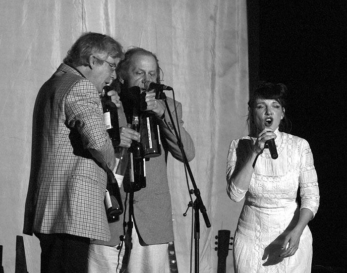 Sängerin Meret Becker auf der Bühne
