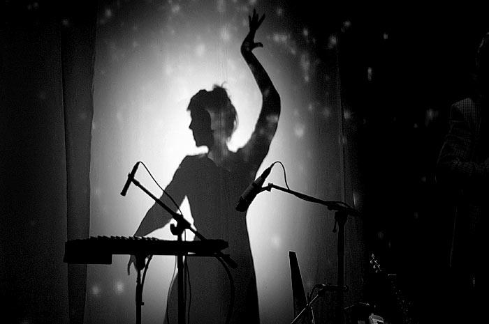Tanzende Frau, Silhouette, Schwarz-Weiß