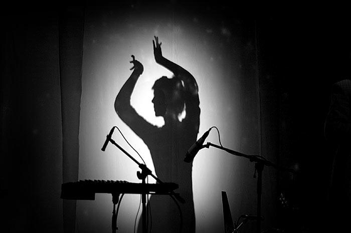 Tanzende Frau Silhouette, Meret Becker