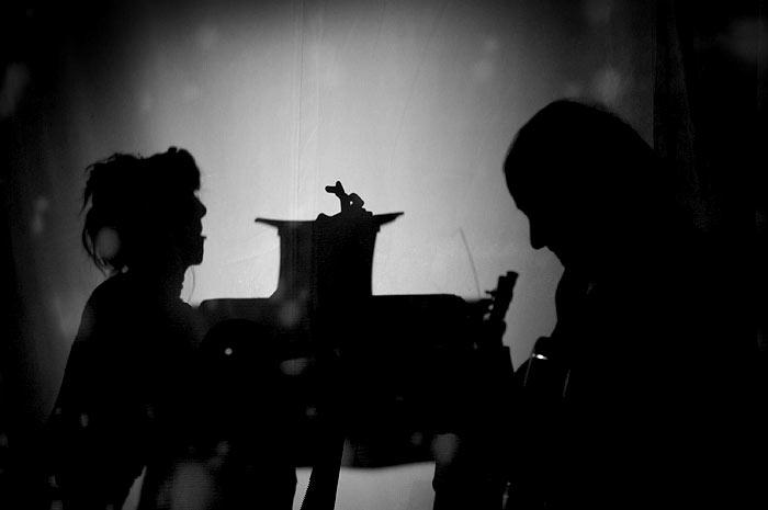 Meret Becker macht Schattentheater